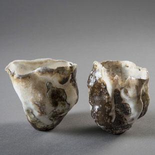 pièces d'Hélène Jous, porcelaine et terres volcaniques, cuisson anagama