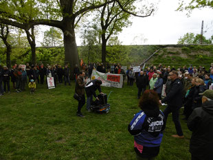 Gruppe von Demonstrationsteilnehmer im Stünzer Park