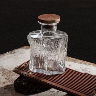 Cerne glas bottle by Samuel Reis