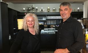 Sime  und Ioannis Piligkos heißen alle Clubmitglieder herzlich willkommen