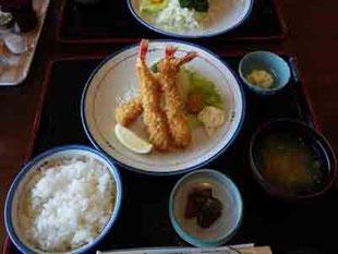 亀石峠のエビフライ定食
