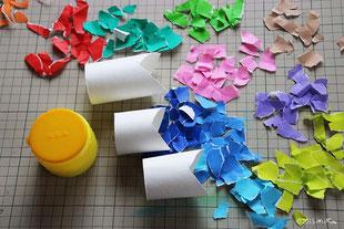② 折り紙をちぎってのりで貼る