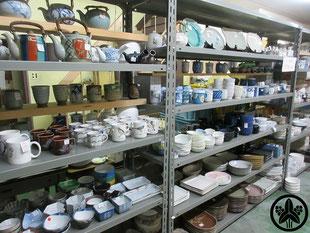 カネヨ陶磁館の陶磁器商品 美濃焼 和洋中華食器 、全て日本で作った日本製です。お皿・丼・お茶碗・マグカップ・湯飲み・酒器・コーヒー紅茶碗・土瓶・急須・箸置き・花瓶など 品数が多く種類も豊富です。