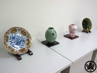 カネヨ陶磁館の作家作品は、雅山窯・故中島正雄先生、林邦佳先生、白山窯・山田正和先生、暁芳窯・蔡暁芳先生の作品を展示・販売しています。