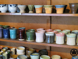 カネヨ陶磁館の陶磁器商品、松助窯は質感のある手作り食器です。美濃焼