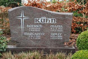 Großer Grabstein aus Granit