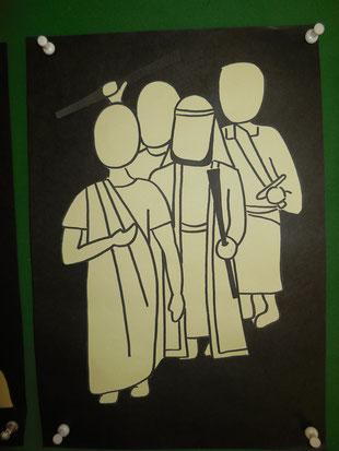 Sie kommen und wollen Jesus gefangen nehmen. Judas ist dabei. Er hat Jesus verraten.