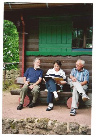 07.06.2008 Was hat die Speisekarte zu bieten Gerhard Ortmann(links), Ursel Müller und Franz Braunholz