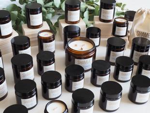 Choisissez votre modèle de bougies parmi les 16 parfums de la collection