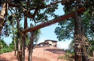 la porte d'un village