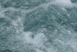 Schäumendes Wasser (illustratives Bild)