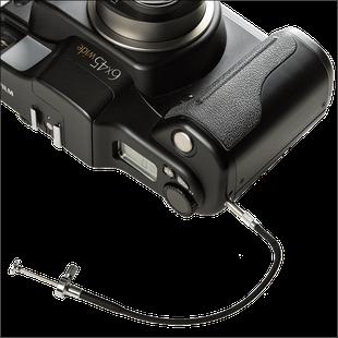 Fujifilm GA645W mit Drahtauslöser, analoge Mittelformatkamera 4,5x6 cm, Foto: Dr. Klaus Schörner