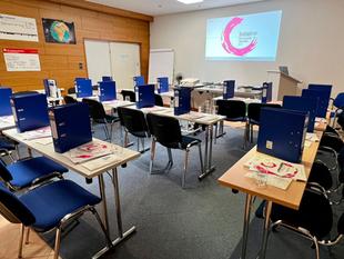 Stützende Hände bei Therapie- und Rezeptmanagement