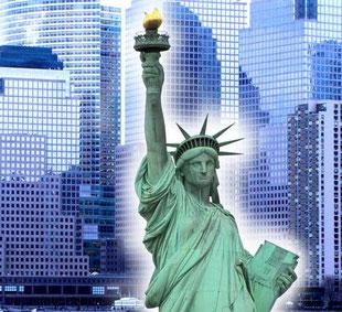 Hochhäuser und Freiheitsstatue New York: Foto Rainer Sturm stormpic.de