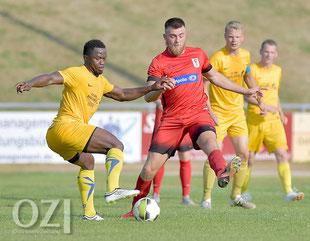Ibrahim Sillah (hier gegen Ex-Germania-Spieler Arlind Jonjic) zeigte erneut eine starke Leistung.  Foto: Ortgies/OZ