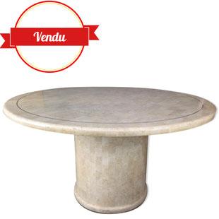 table ronde en travertin et laiton,table en marqueterie de pierre,marbre,travertine,tasselated,mosaic,mosaique,laiton,design,vintage,1970