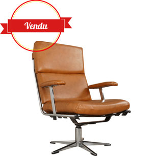 fauteuils design des années 50-60 en simili cuir cognac,fauteuil tubulaire chrome,fauteuil gastone rinaldi,fauteuil james bond,fauteuil de salon vintage,design et vintage,xavier de majdelier,lille,simili cuir,vintage,rétro
