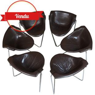 chaises, pussycat, kwok hoi chan, 1960, 1968, 1970, vintage, design, cuir, fibre de verre, cantilever, steiner,plastique,triangulaire,post modern,design,coque,fibre