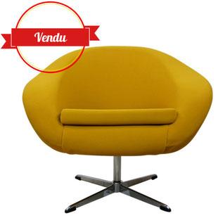 fauteuil coquille des années 60, fauteuil lounge, fauteuil jaune,fauteuil moutarde,pied étoilé,chromé,1970,vintage et design,authentique,majdeltier,lille