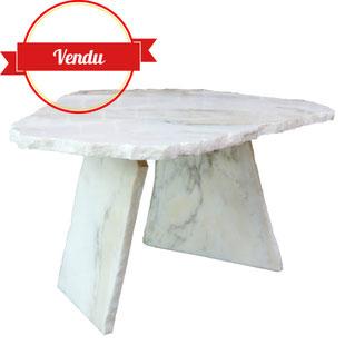 table basse brutaliste, table basse vintage,marbre,table basse marbre blanc,sculpturale,art,french,coffe table,design,marble,anticonformiste,épurée,aérienne,lumineuse,vintage