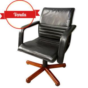 Fauteuil de bureau pied bois étoile,fauteuil de bureau design haut de gamme,fauteuil de bureau vintage cuir,fauteuil de bureau scandinave,fauteuil de bureau années 70,cuir,cuir noir,majdeltier,chic,moderne