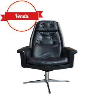 fauteuil noir pivotant,salon,cuir,simili cuir,capitonné,racé,design,futuriste,chromé,accoudoirs,vintage,dux,bramin,klein,bruno matthson, h w klein