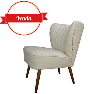 fauteuil cocktail,fauteuil cocktail vintage,blanc,cassé,écru,beige,blanc chaud,bois,rétro,clouté