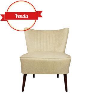 fauteuil cocktail vintage années 50,fauteuil cocktail simili cuir,fauteuil bas vintage,fauteuil d'appoint,simili cuir beige,pieds compas,majdeltier,rétro,fauteuil rétro,fauteuil cuir