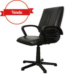 fauteuil de bureau design,fauteuil de bureau années 80,design, cuir noir,accoudoirs noir,accoudoirs en bois,majdeltier,vintage,pied étoile,moderne,original