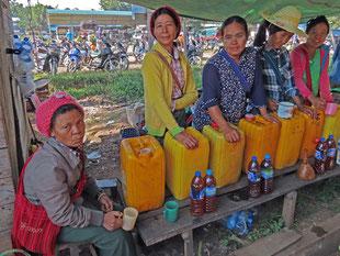 Marktfrauen in  Domosa