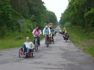 Anfahrt durch den Hegeler Wald in Richtung Großenkneten.