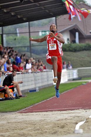 Ein Sprung von mindestens 8,15 Metern soll Alyn Camara von Rhede aus noch nach Rio de Janeiro bringen. (Foto: Bernfried Knipping)