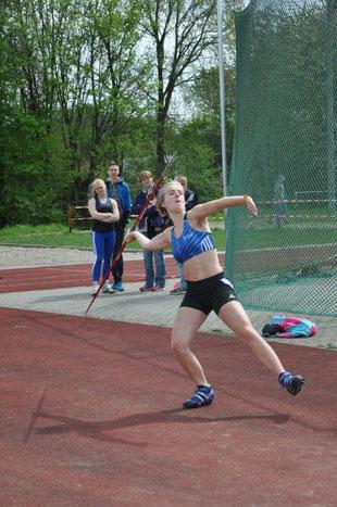 Greta Boeck warf mit 33,20 m nah an ihre persönliche Bestweite.