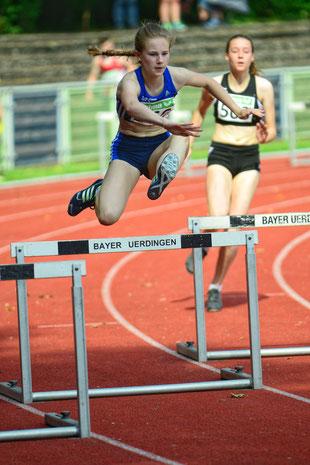 Nike Dangelmeier steht mit 46,91 Sekunden an 15. Position der Meldeliste über 300m Hürden.
