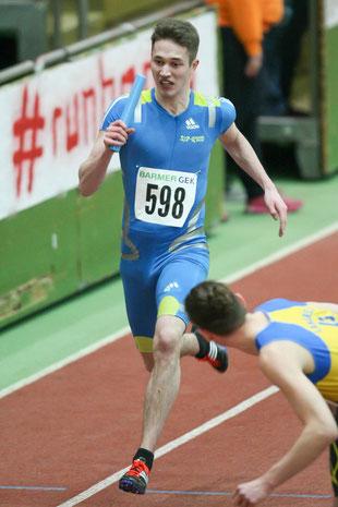 """""""Teilzeit-Leichtathlet"""" David Rehms lief bei den Deutschen Jugendmeisterschaften mit seinen Trainingspartnern ins Finale."""