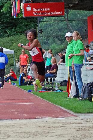 Die Kubanerin Liuba Maria Zaldivar kratzte an der 14-Meter-Marke im Dreisprung der Frauen. (Foto: Bernfried Knipping)