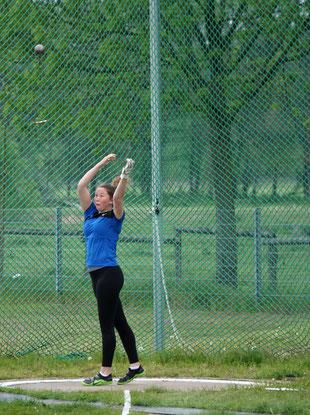 W15-Athletin Alexandra Spieker holte mit guten 39,03 Metern die Silbermedaille in ihrer Altersklasse.