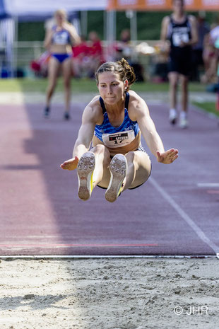 Beim spontan eingeschobenen Wettkampf auf internationaler Bühne behauptet sich Klaudia Kaczmarek im Weitsprung. (Foto: Jan-Hendrik Ridder)