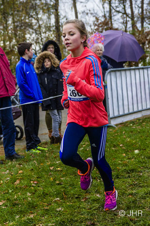 Die 14-jährige Elena Epping lief ein starkes Rennen über 5km und kam in ihrem Lauf als Vierte durchs Ziel. (Foto: Jan Hendrik Ridder)