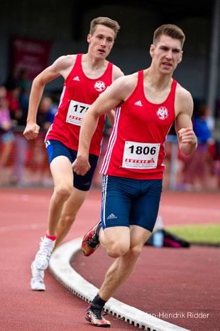 Erik Höpfner (1806) unterbot die DM-Norm und holte sich den Titel über 2000m Hindernis der U18. Links: Jan-David Ridder.