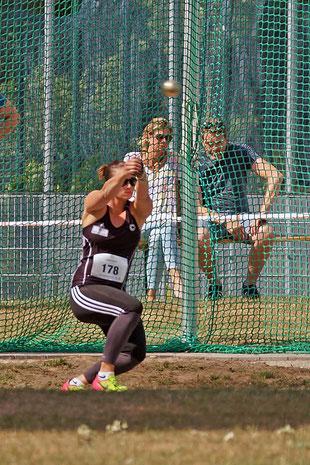 Charlene Woitha vom SSC Berlin siegte im Hammerwurf der Frauen mit 65,51 Metern. (Foto: Bernfried Knipping)