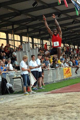 Robert Martey aus Ghana gewann den Weitsprung der Männer beim Meeting 2016 mit 7,51 Metern.