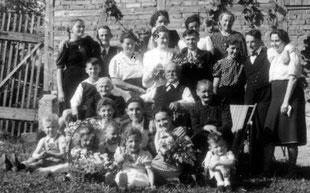Hochzeitsgesellschaft 1944 in Derdingen