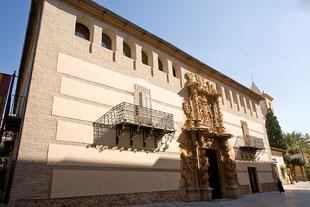Fachada principal Palacio de Guevara
