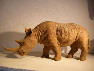 Nashorn Holzfigur Holzskulptur Nashornschnitzerei