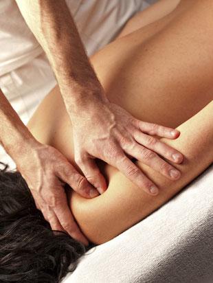 Fachkundige Massage kann Nackenschnerzen, Rückenschmerzen und Spannungskopfschmerz lindern