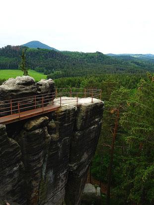 Ein Teil des Burgfelsens Schauenstein in Böhmen ist derzeit gesperrt und wird saniert.
