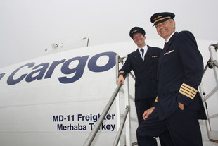 Flew the MD-11F from FRA to IST: Captain Fokko Doyen (standing in front) and First Officer Tim Holderer.