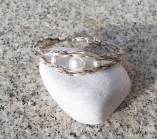 Mittige Perle in Größe 4, seitliche Perlen in Größe 2