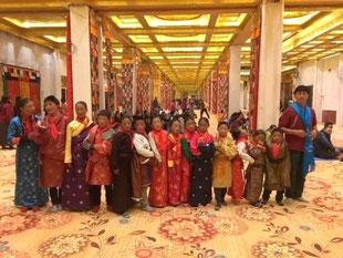 Des élève dans le grand hall